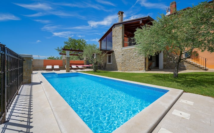 Villa Zamask with private pool and whirlpool