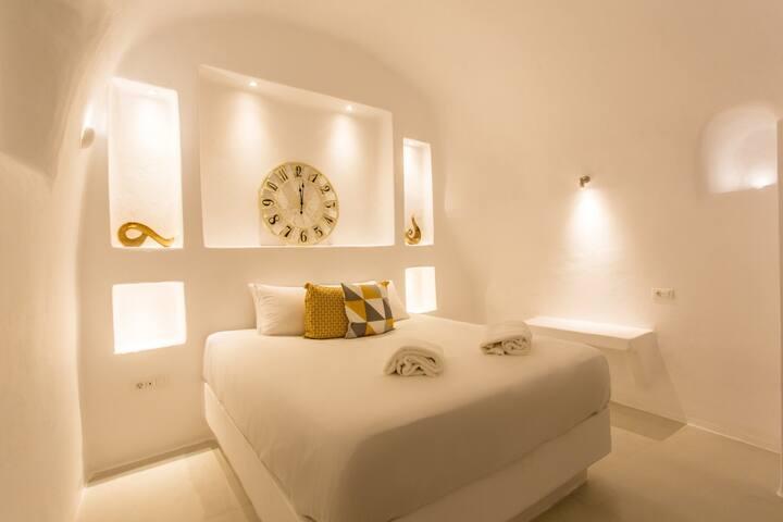 Elegant Apartment w/ Private Hot Tub (2 bedrooms)