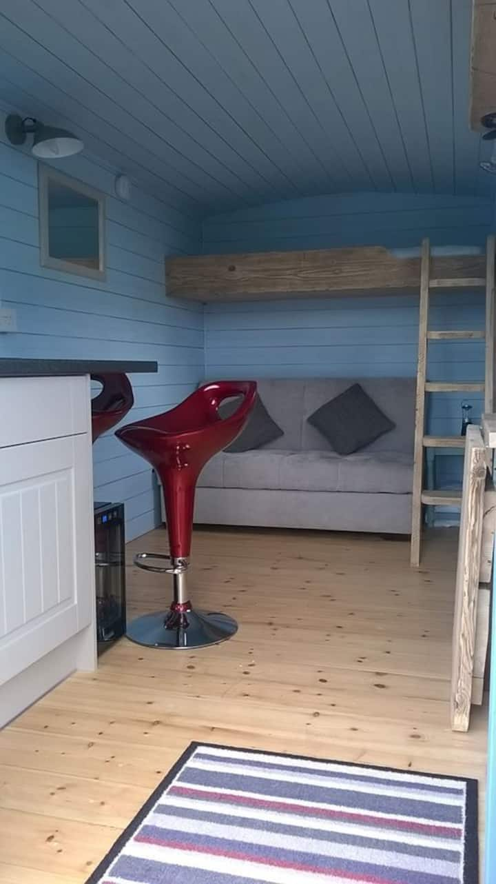 Longmeadow Farm Shepherds Hut, Shaldon, Devon