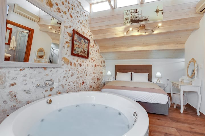 Luxury Suite with Private Jacuzi in the old Town!!
