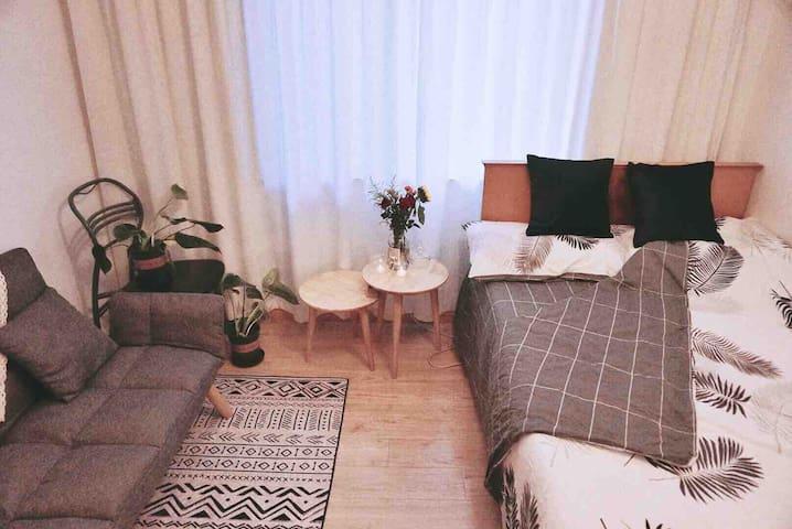 【特惠】环球港零距离,金沙江地铁站,老上海复古风情小屋,二居室中的独立房间,长租优惠!