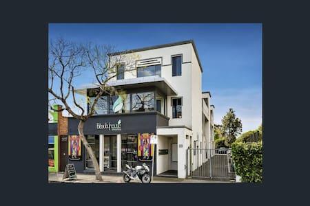 Gorgeous seaside apartment - Elwood