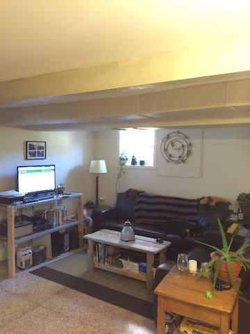 Cozy basement apartment - Kingston - Apartmen