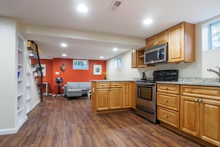 Spacious Basement Apt in Wooded Retreat near Metro - Silver Spring - Autre