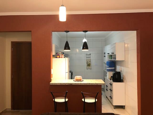Apartamento todo mobiliado com ótima localização