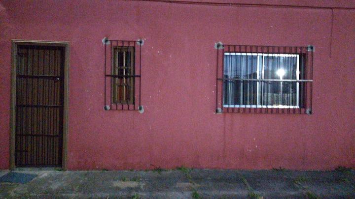 Quarto e sala com banheiro em Jacaraípe