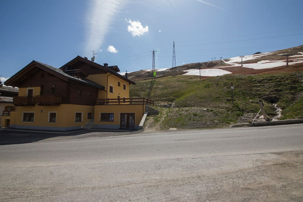 You can ski from here till Livigno