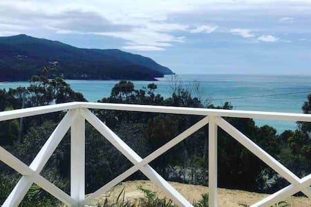 Pirates Bay Beach House | Eaglehawk Neck