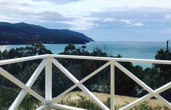 Wayfarer Shack - Stunning water views, Pirates Bay