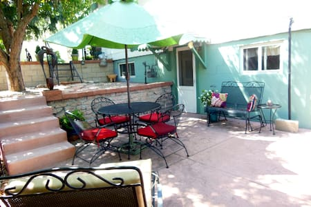 Cozy Garden Level Studio Apt near Downtown CS - Colorado Springs