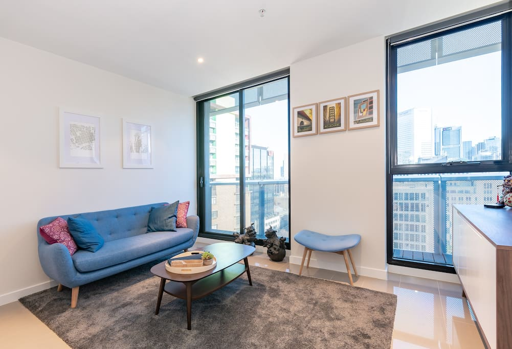 Quirky centrally located apartment just off one of Melbourne's best shopping streets!
