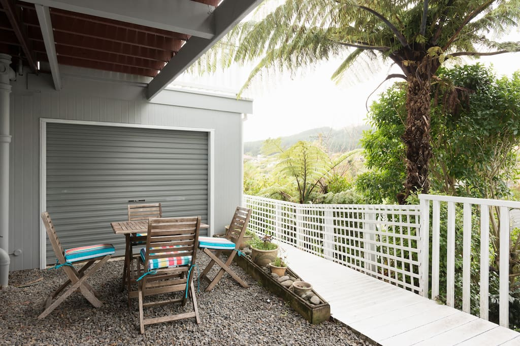 Enjoy sitting in the outdoor courtyard area listening to birdsong under the fern trees and native bush.