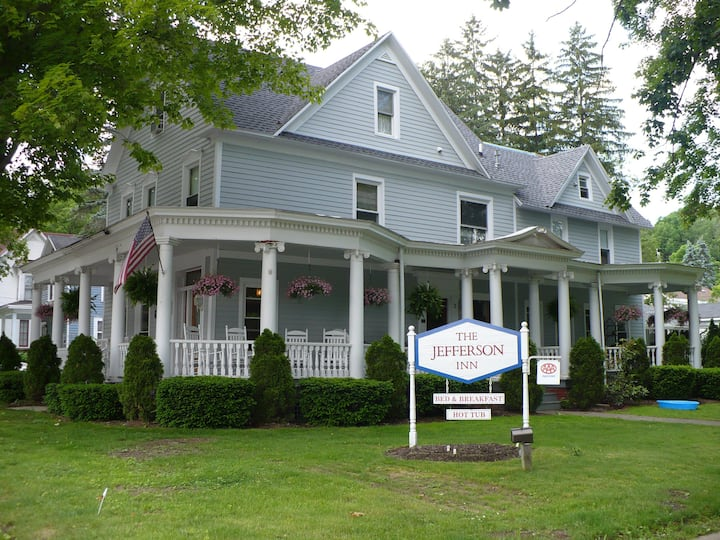 3 - Nellie Fraser, Gourmet Breakfast, Outdoor Hot Tub, Center of Village - The Jefferson Inn