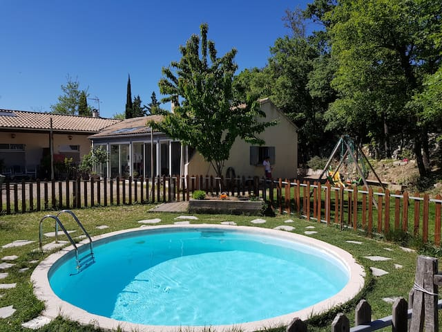 Villa, piscine, jardin
