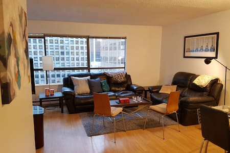 1 bedroom + Den, Parking and an Amazing Location! - Vancouver