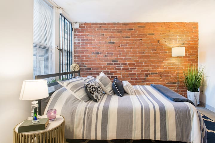 Beautiful One Bedroom in the Heart of Beacon Hill