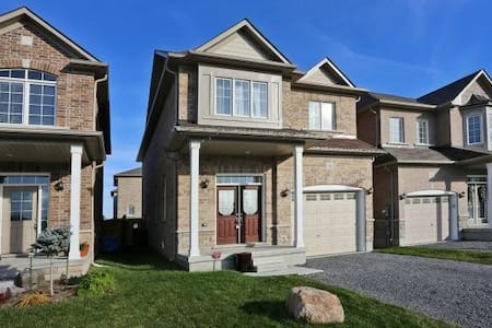 New Home in Upscale Neigbourhood, Pet Friendly - Bowmanville - Ház