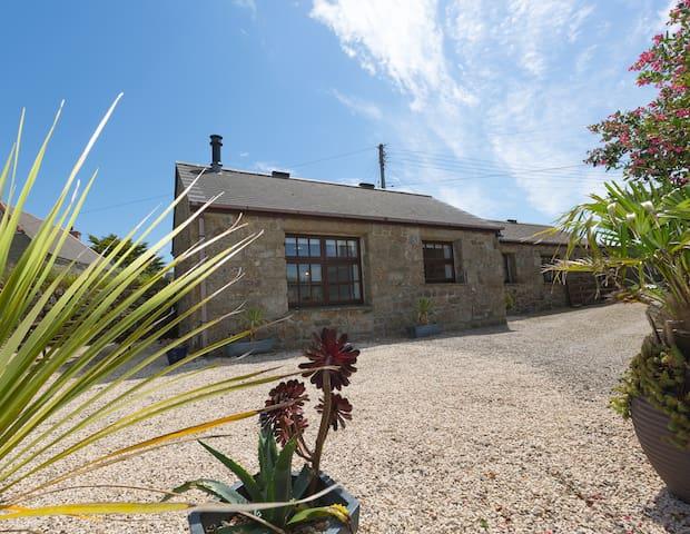 Hideaway Barn Nr Sennen, Cosy retreat