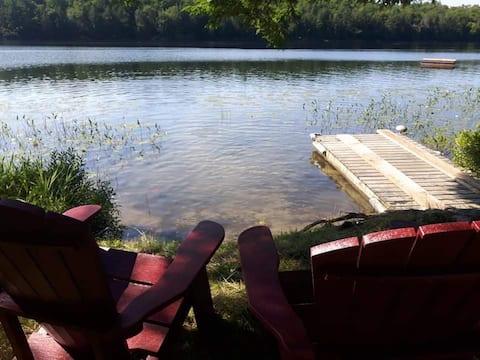 Beautiful getaway on private lake