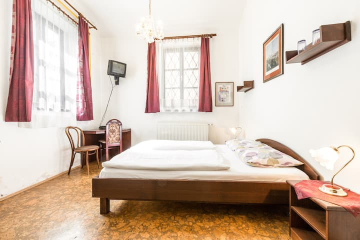 Vintage room for Two near to Charles Bridge