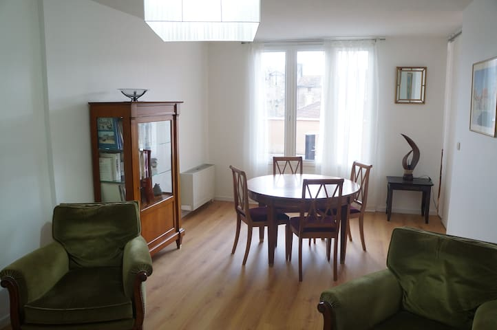 Large & bright 2 bedroom downtown Cahors w/ patios - Cahors - Apartment