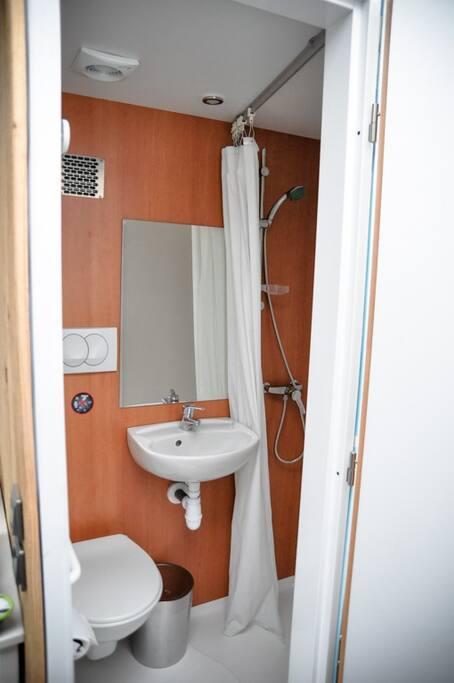 Une des 2 Salle de bain