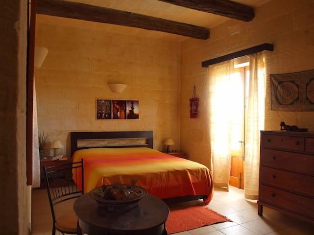 Gozo Green Living/Travellers' Room - Qala - Bed & Breakfast