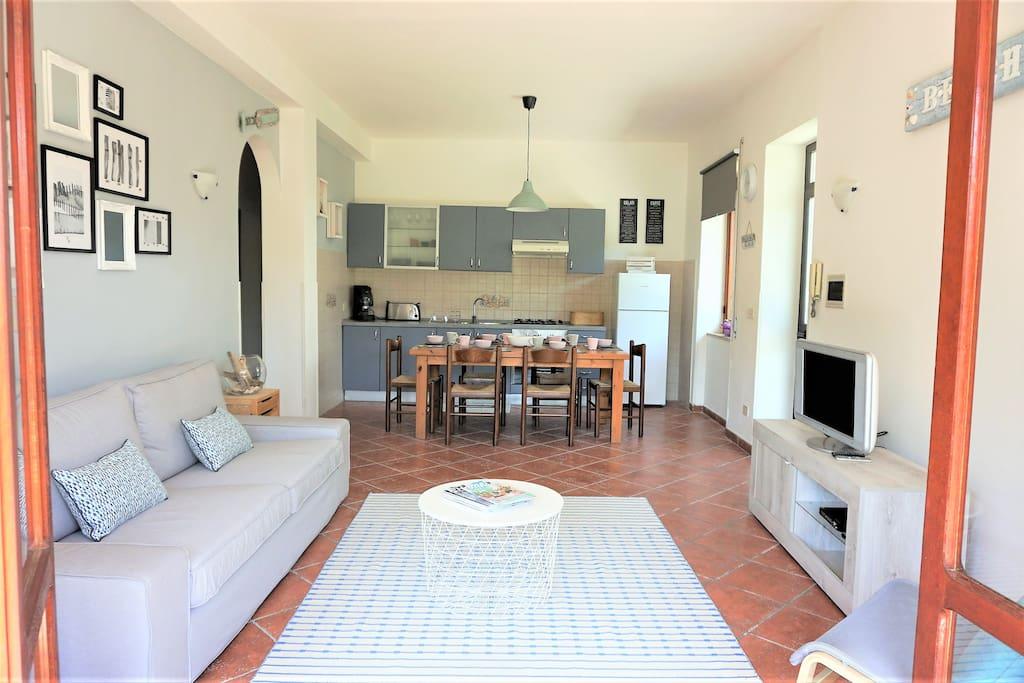 Open space Living & Dining / Soggiorno con vista cucina