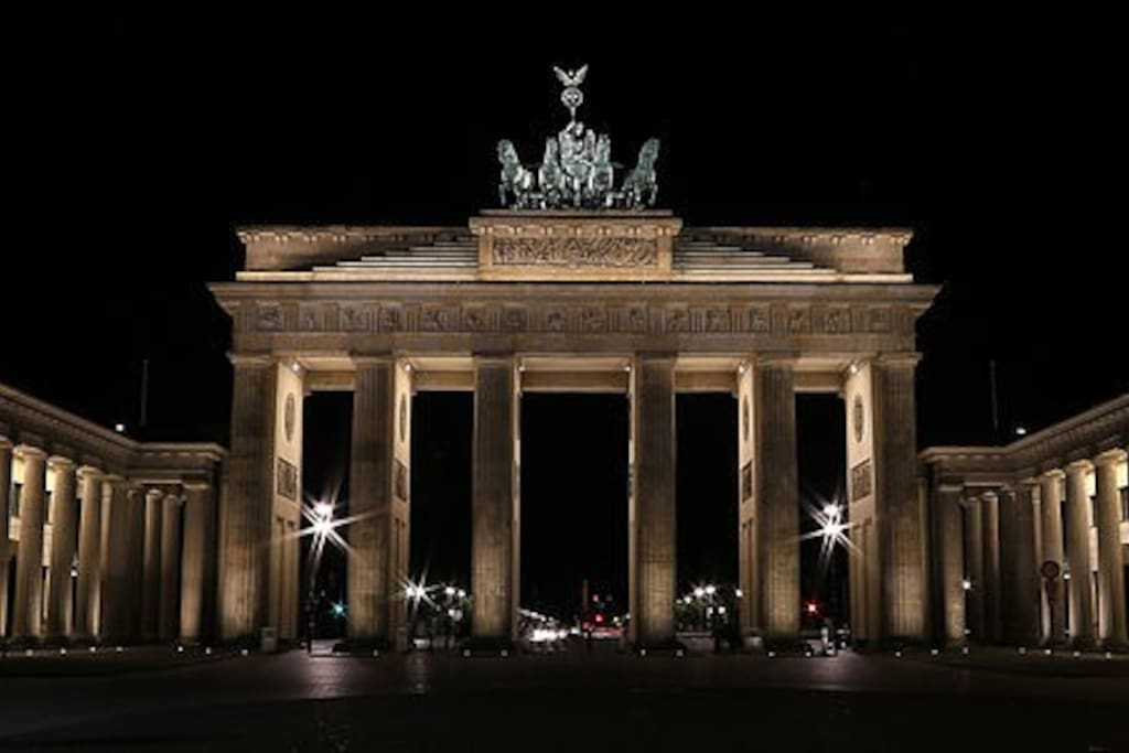 Brandenburger Gate (20 min by train)