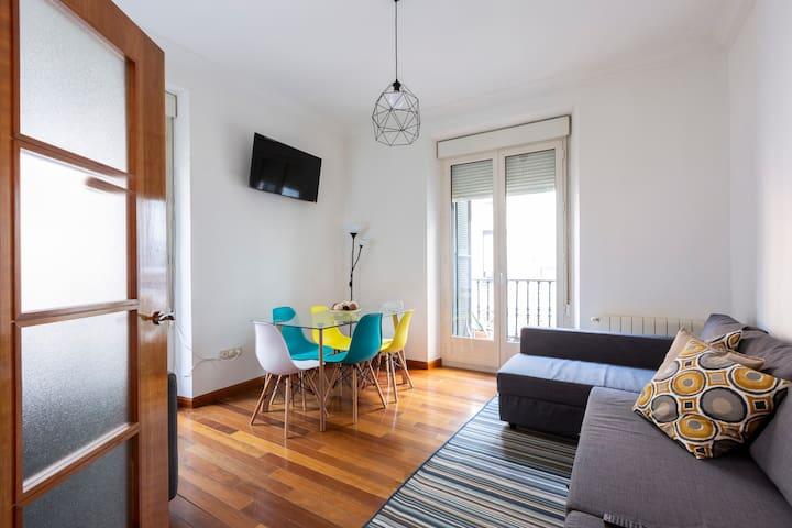 GRAN VIA Spacious Apartment 7 People BEST LOCATION