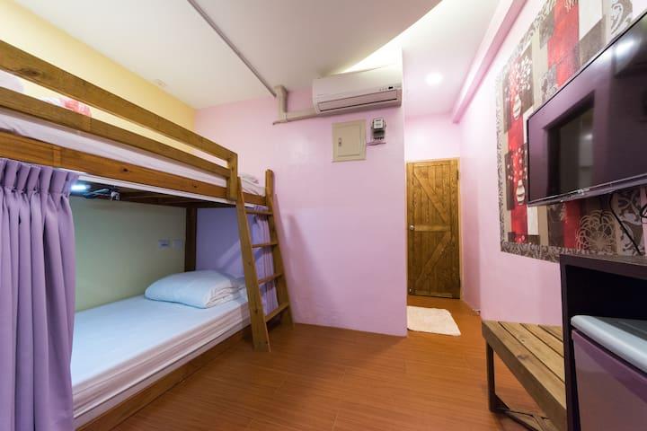 【R4】夜市旁2人房/有窗戶、洗衣機、客運站、獨立衛浴
