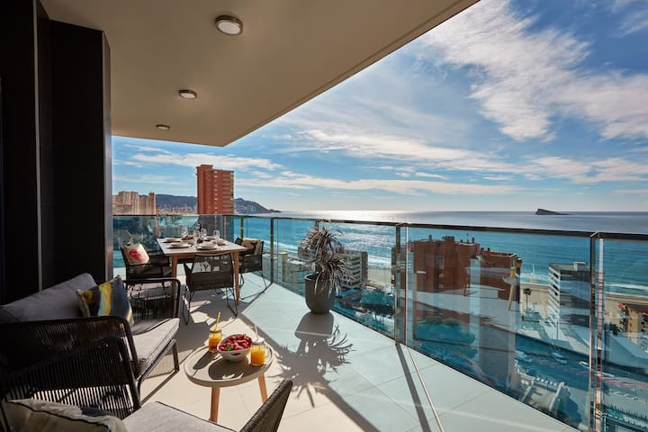Modern and exclusive 3 bedroom apartment with amazing sea views in Playa de poniente, Benidorm
