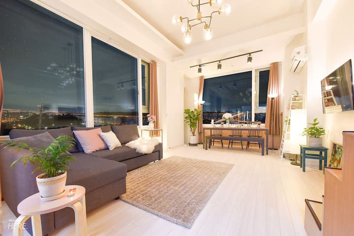 Awesome Veiw Duplex  Near Hongdae