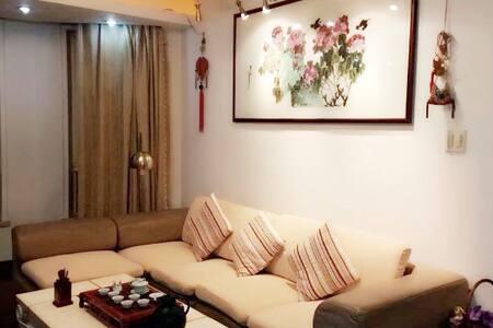 邻近西湖黄龙浙江教育考试院四室两厅两卫的温馨教师之家1-A Rare Gem in Hangzhou