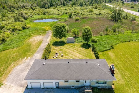 1BDR Apartment in Cottage with 13-Acre Farm & Pond