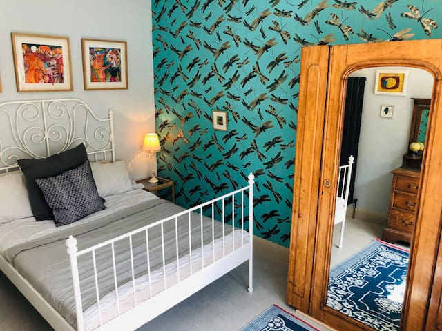 Spacious Double Room in Artist's House