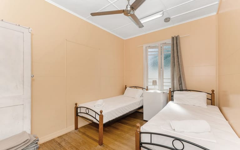 Private Twin room in Intercity Guest House