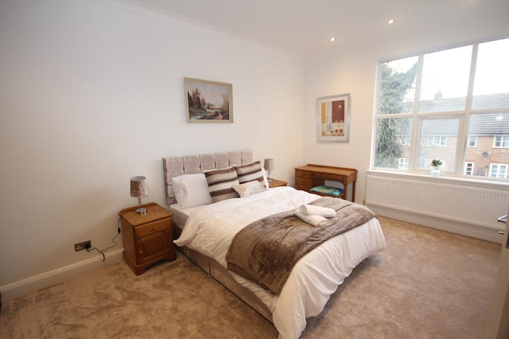 Great West Road Apartments - Flat C