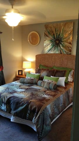 Cozy clean room in a private home. - La Quinta - Hus