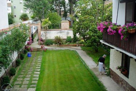 casa señorial con dos salones  jardín  , y piscina - Novillas - Ev
