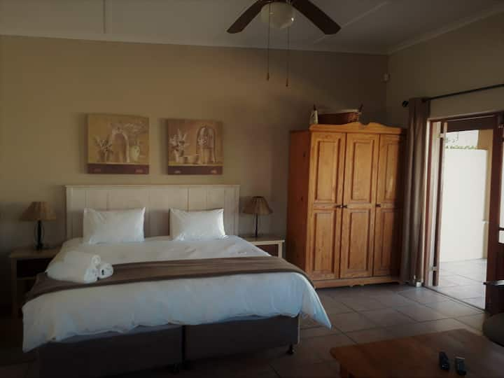 Tourist Lodge Gansbaai - Double/Twin Rooms