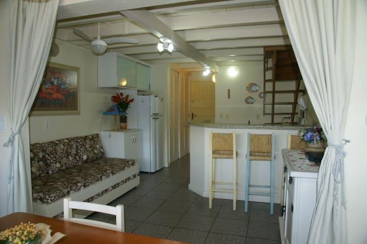 Muito Perto da Praia para 01 casal + 02 solteiros - Florianópolis - Wohnung