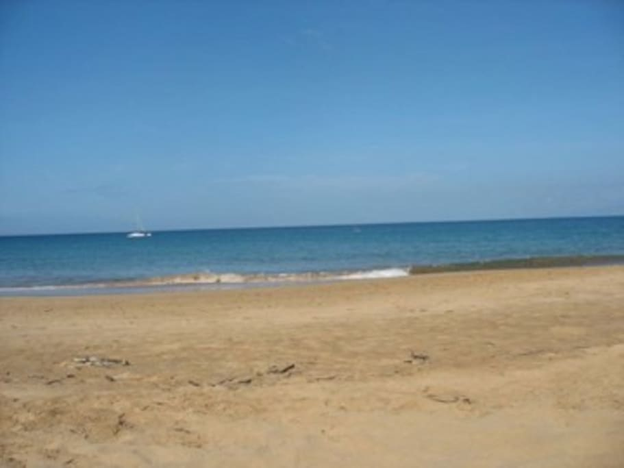 Kam 1 - Beautiful 1 mile long, sandy beach-Across the Street from Condo