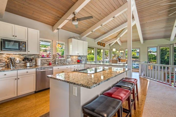 The Aloha Kona House (2bed/2bath, rooftop deck)