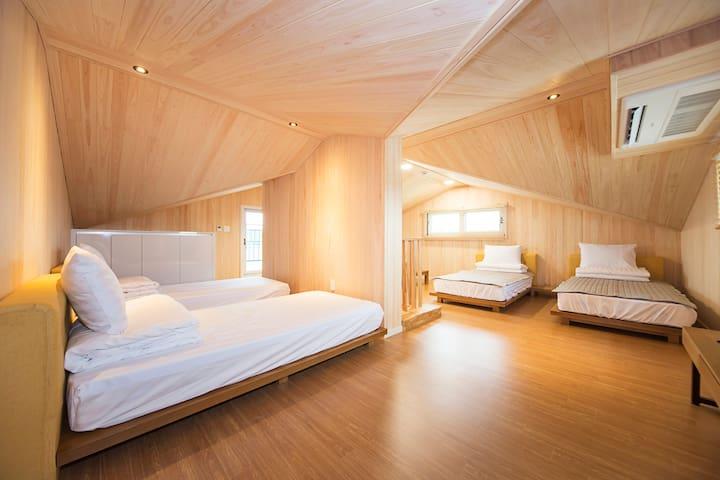 부모님께 칭찬받는 숙소 _ 침대5개 푸짐한 한식조식 35평 제주서귀포남원 은빌레펜션
