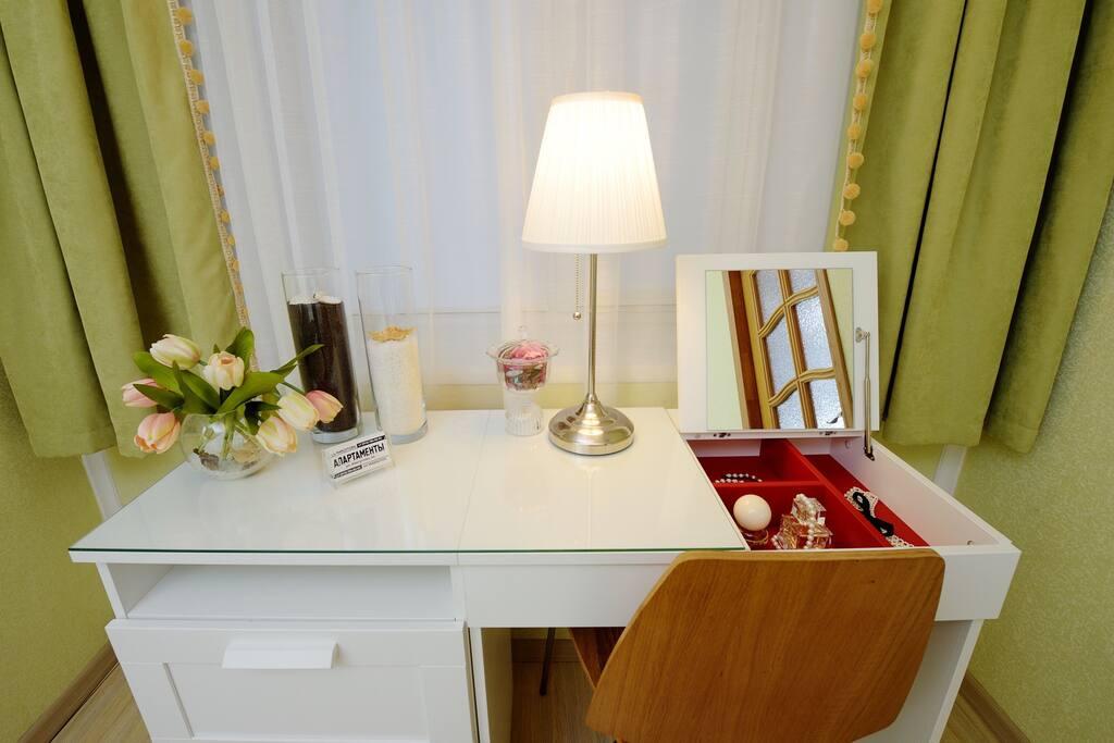 спальня 2 письменный и туалетный столик