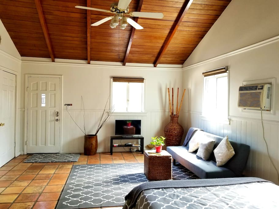 Spacious, airy, beautiful high ceiling. Couch easily folds flat into a bed. Xtra pillow and comforter in the closet.