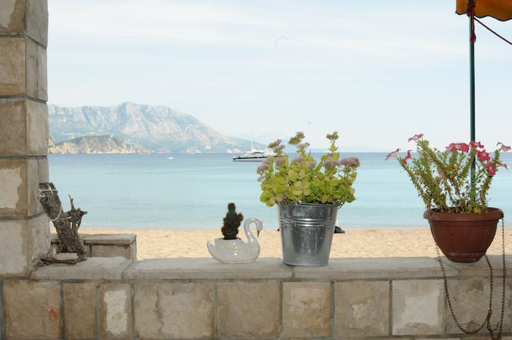 Holidays on the beach with the sea at your feet! - Budva - Apartment
