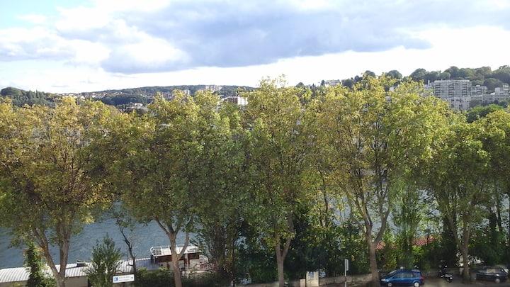 Élégant duplex ensoleillé en bord de Seine