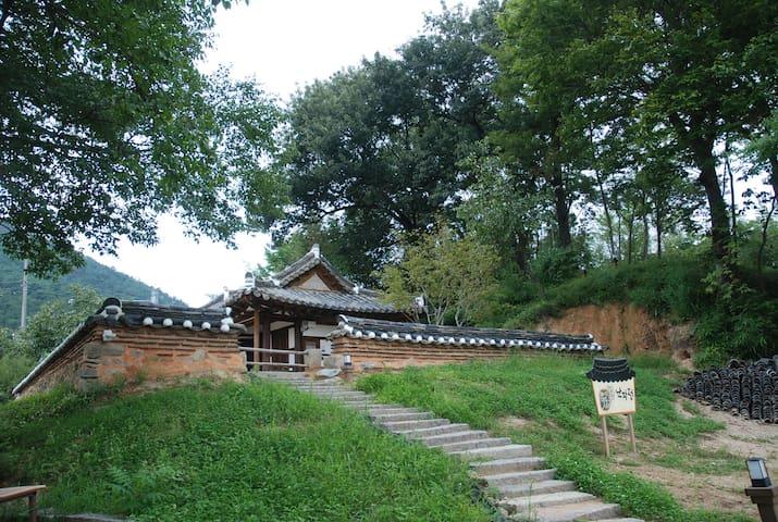 Gyo-dong, Naju의 전통한옥고택, 3917마중 내 난파정 독채